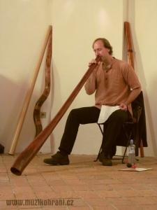 muzikohrani-muzikoterapie-ostrava-koncert-rytmy-zeme-kaple-sv-rocha-fulnek-130909-01