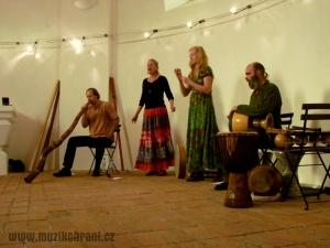muzikohrani-muzikoterapie-ostrava-koncert-rytmy-zeme-kaple-sv-rocha-fulnek-130909-02