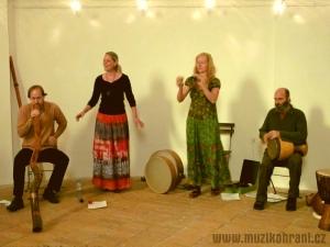 muzikohrani-muzikoterapie-ostrava-koncert-rytmy-zeme-kaple-sv-rocha-fulnek-130909-03