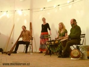 muzikohrani-muzikoterapie-ostrava-koncert-rytmy-zeme-kaple-sv-rocha-fulnek-130909-06