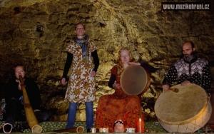muzikohrani-muzikoterapie-ostrava-rytmy-zeme-didgeridoo-v-jeskyni-2013-130921-01