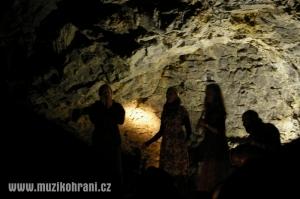 muzikohrani-muzikoterapie-ostrava-rytmy-zeme-didgeridoo-v-jeskyni-2013-130921-04