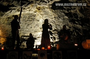 muzikohrani-muzikoterapie-ostrava-rytmy-zeme-didgeridoo-v-jeskyni-2013-130921-07